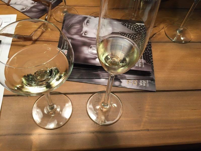 Twee glazen en bubbels